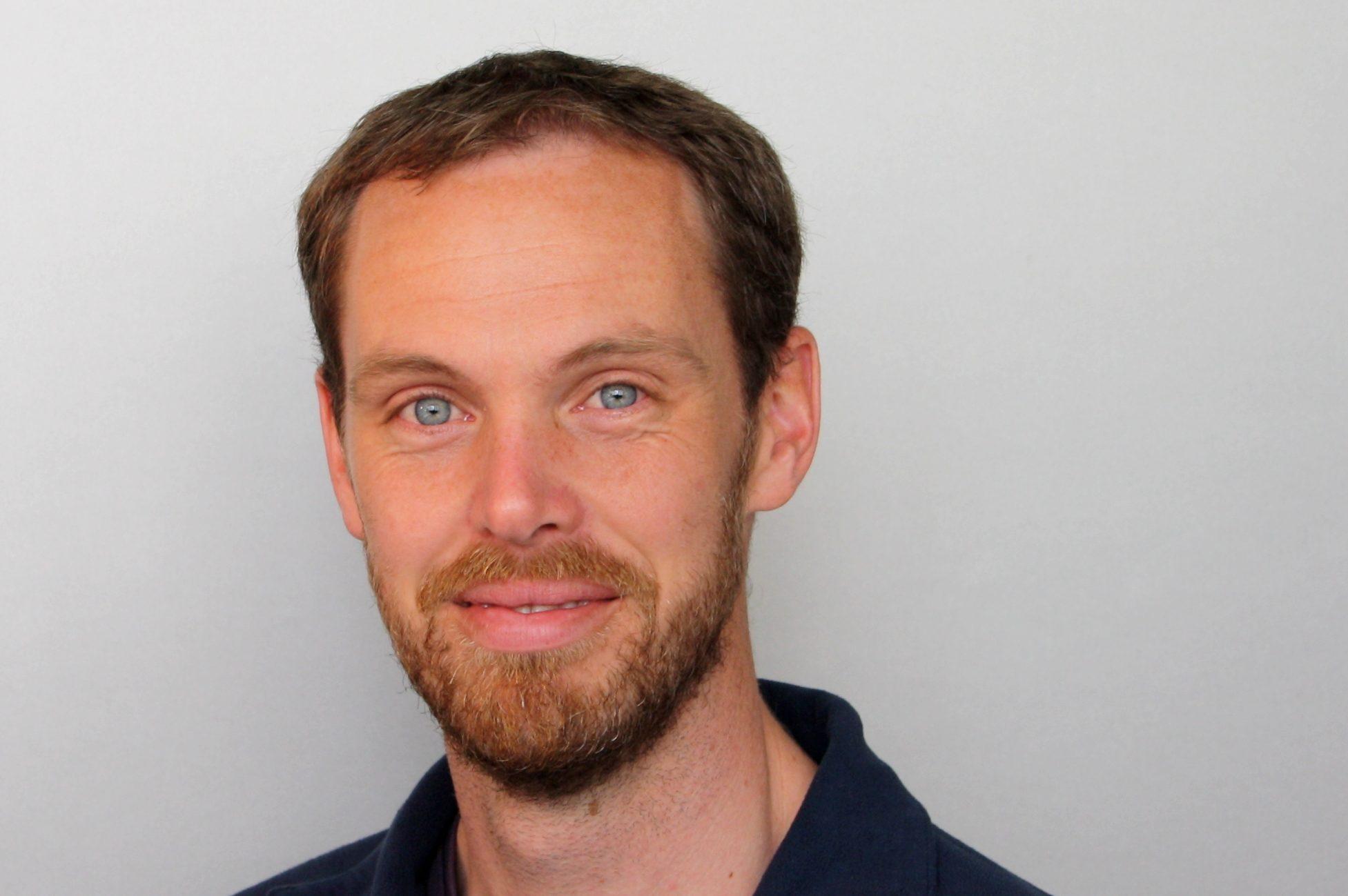 Dr Ian Hooper